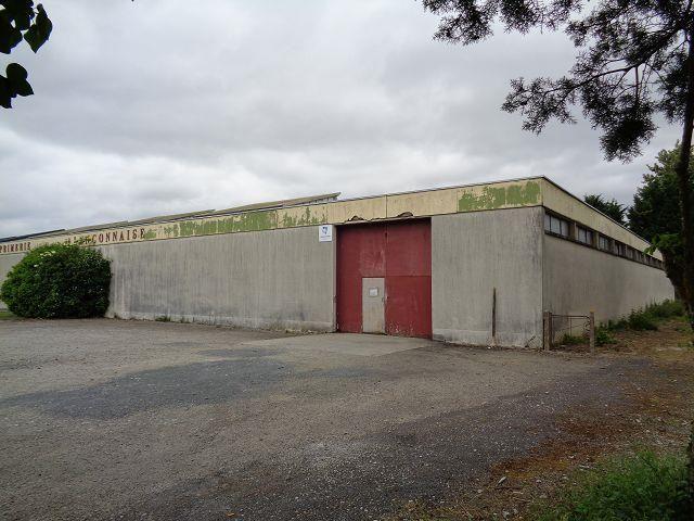 Vente ou location b timent de type industriel de 1 800 m2 for Cout batiment industriel m2