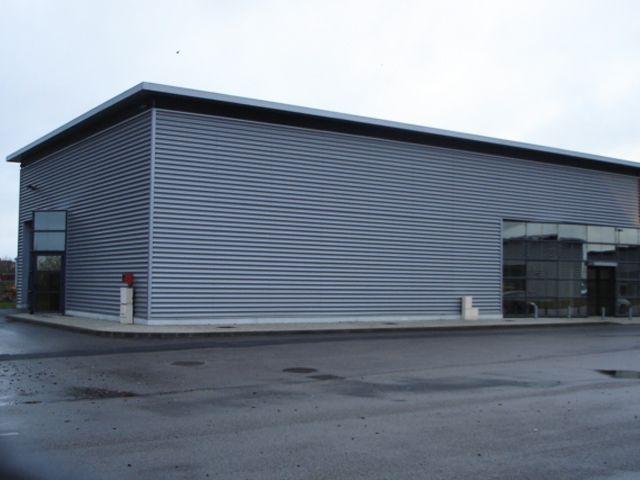 Vente ou location b timent de type industriel de 350 m2 for Cout batiment industriel m2